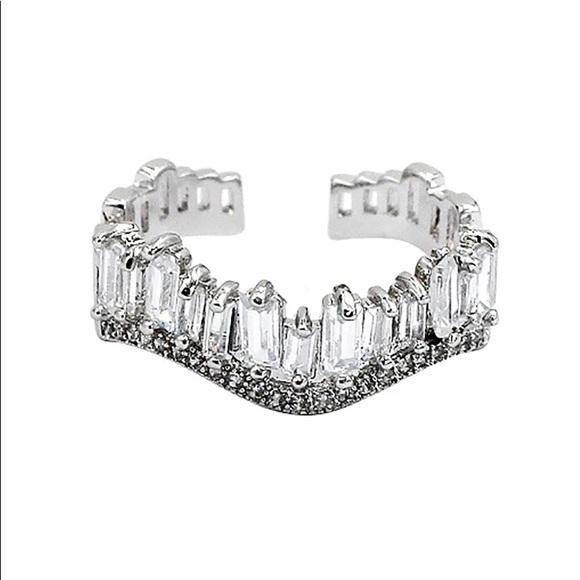 Ocean Fashion Jewelry - Silver wavy crystal row open ring